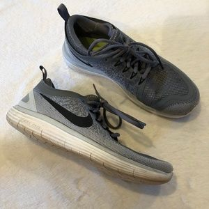 Nike | Free Run Distance Two Running Sneakers 9.5